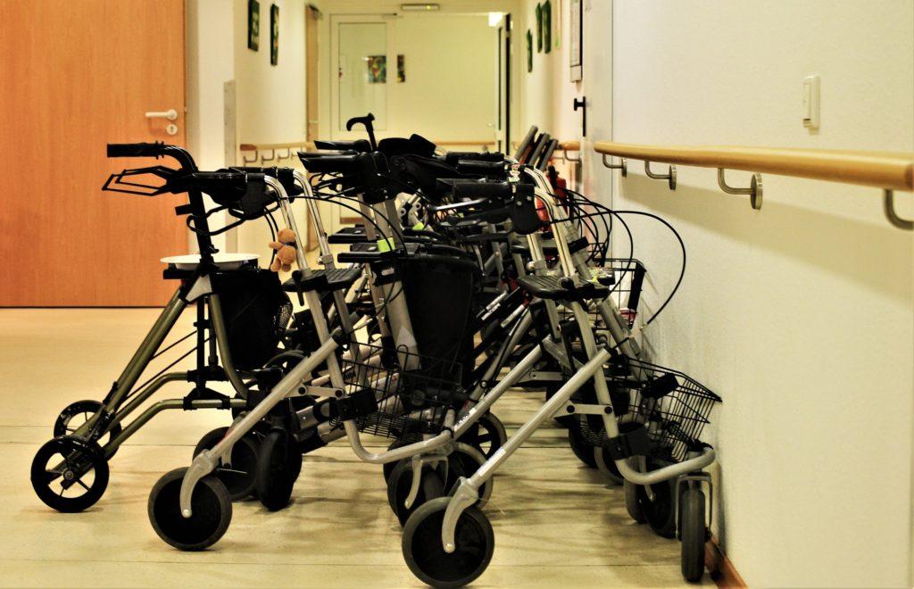 rollators-stroller-seniors-nursing homes walkers elderly